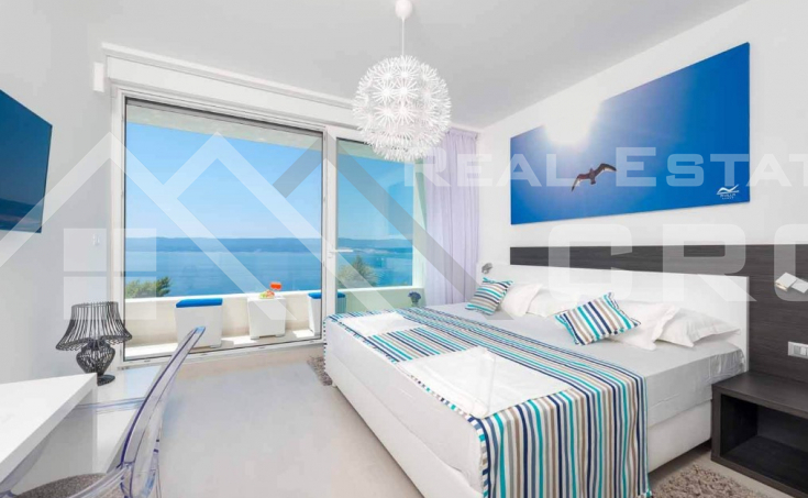 Luxurious villa with swimming pool and magnificent sea view, for sale (16)