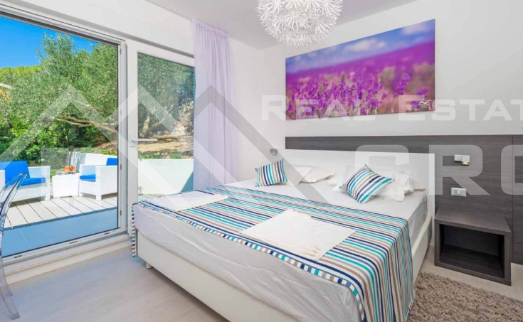 Luxurious villa with swimming pool and magnificent sea view, for sale (18)