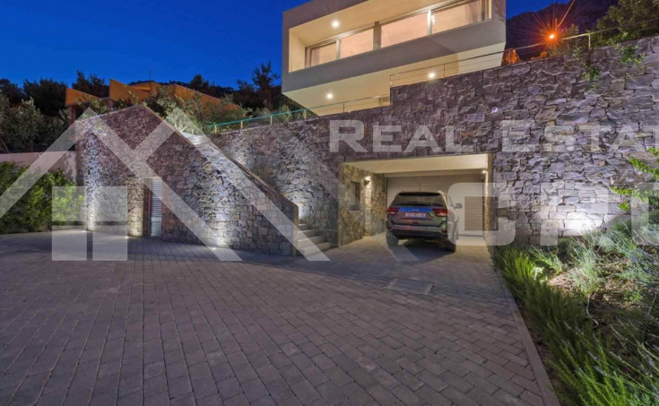 Luxurious villa with swimming pool and magnificent sea view, for sale (19)