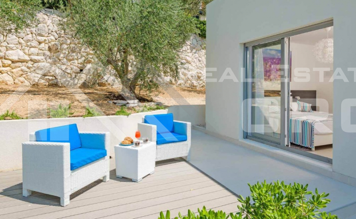 Luxurious villa with swimming pool and magnificent sea view, for sale (5)