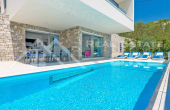 Luxurious villa with swimming pool and magnificent sea view, for sale (1)