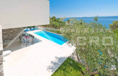 Luxurious villa with swimming pool and magnificent sea view, for sale (23)