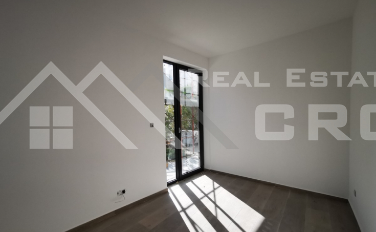 Modern two-bedroom apartment with beautiful garden for sale (1)