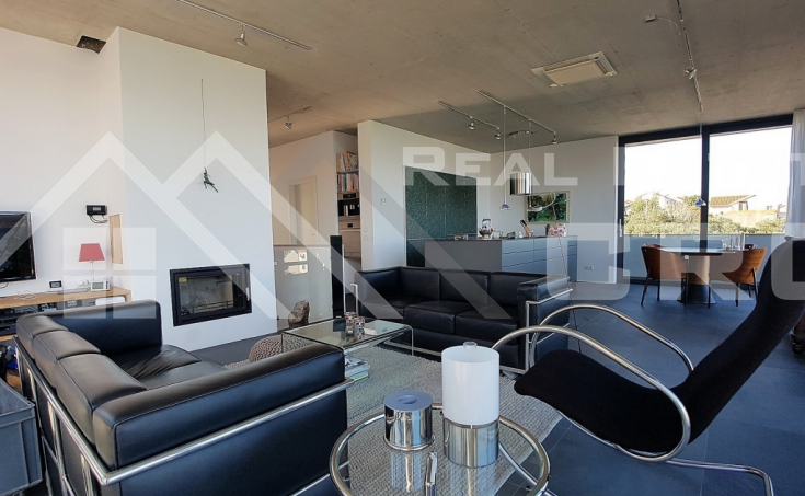 Modern villa with beautiful sea view for sale, Splitska, island Brac (10)