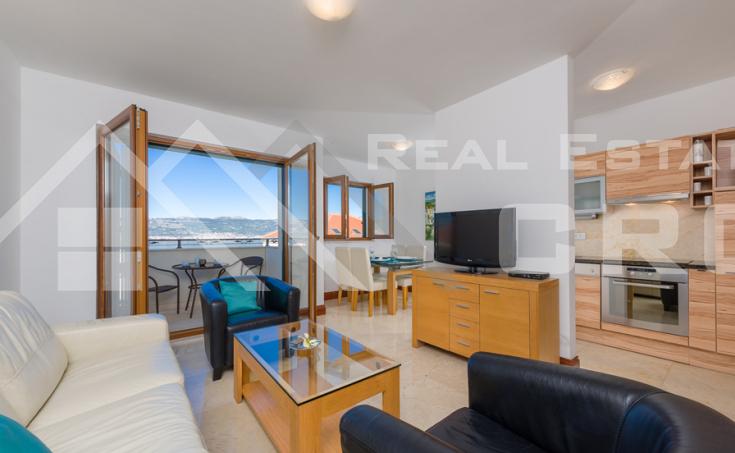 Nekretnine Čiovo - Dvosoban namješten apartman s pogledom na more na prodaju