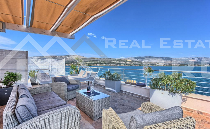Ciovo properties – Modern villa with swimming pool in the first row to the sea, for sale