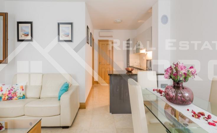 Nekretnine Brač- Dvosobni apartman s bazenom na prodaju