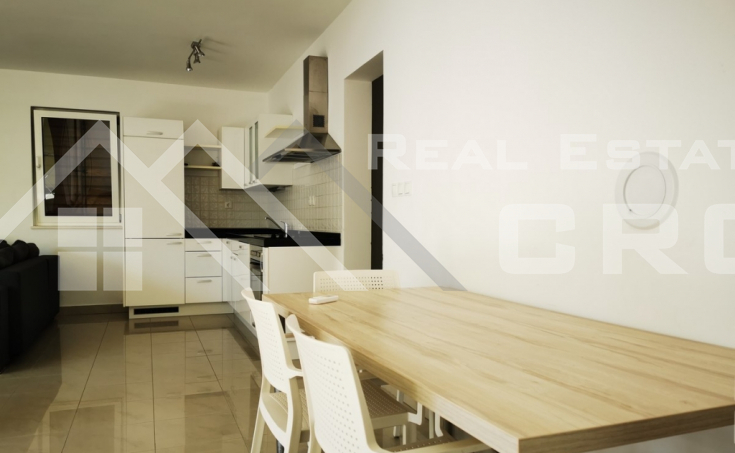 Comfortable three-bedroom apartment in a highly attractive location on Brac, Sutivan for sale, special price