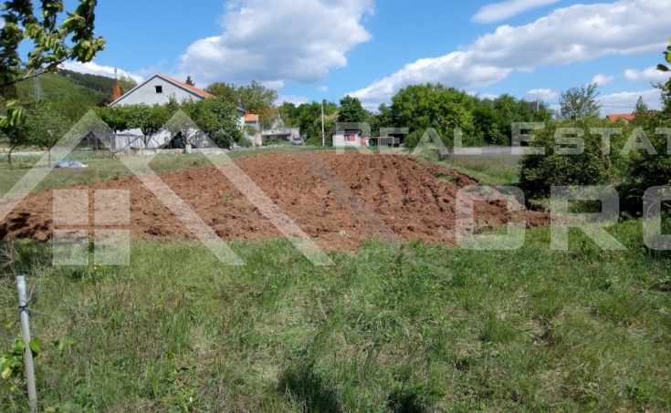 Sinj properties – Building land in peaceful location in Brnaze, for sale