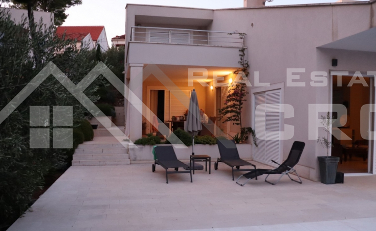 Modern villa with swimming pool for sale (13)