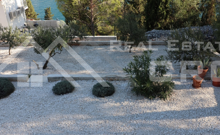 Modern villa with swimming pool for sale (14)