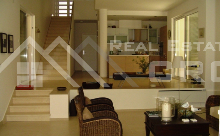 Modern villa with swimming pool for sale (19)