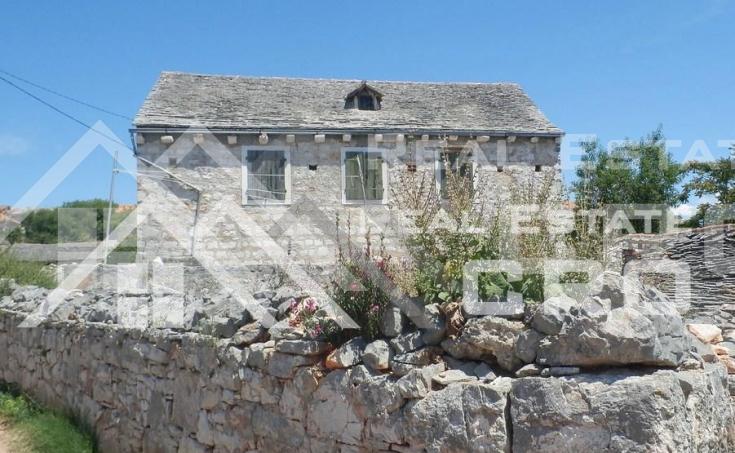 Stara kamena kuća na prodaju na otoku Šolti