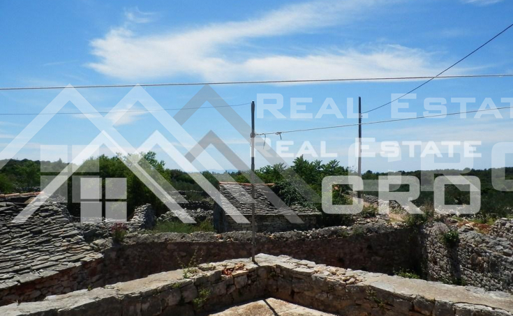 Old-stone-house-for-sale-on-the-island-of-Solta-11