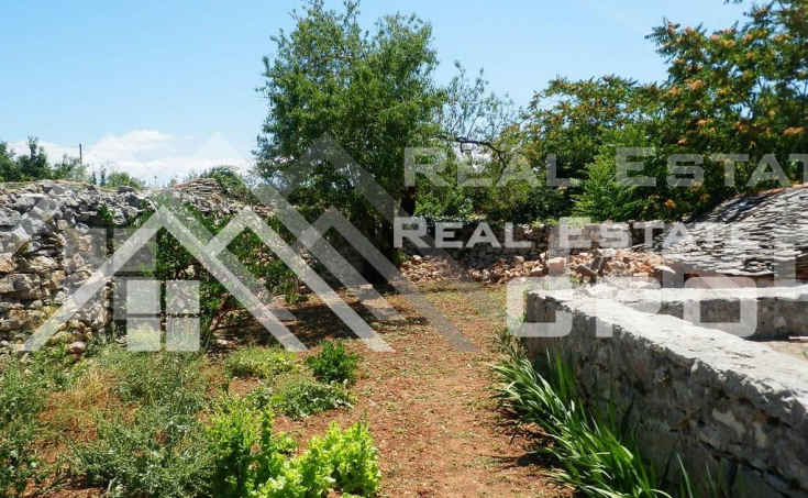 Old-stone-house-for-sale-on-the-island-of-Solta-2