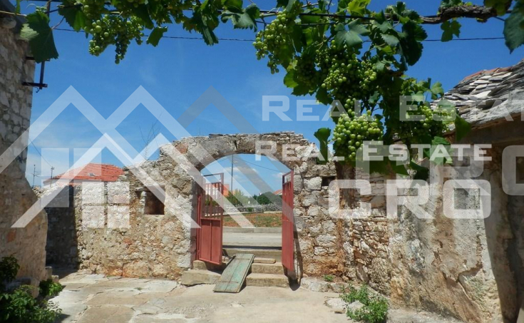 Old-stone-house-for-sale-on-the-island-of-Solta-5