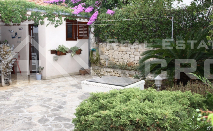 Brac properties – Two-bedroom apartment with yard in Supetar, for sale