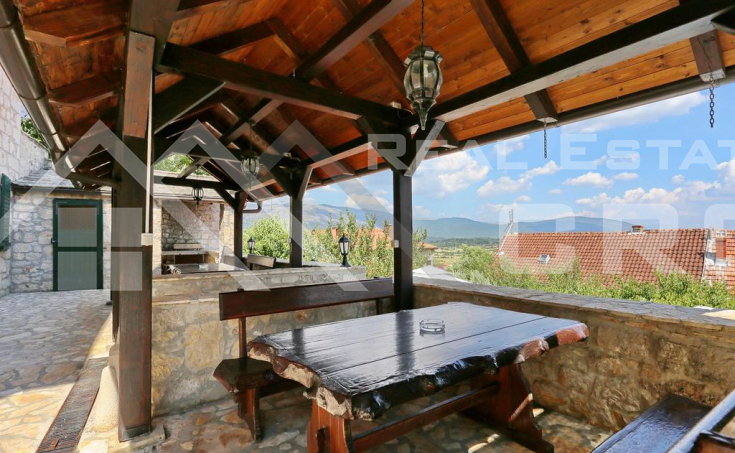 Stone villa with swimming pool in the center of Vrlika, for sale (1)