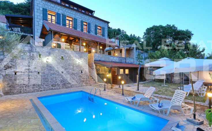 Vrlika properties – Stone villa with swimming pool in the center of Vrlika, for sale