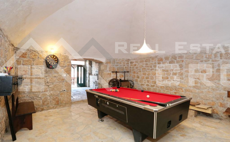 Stone villa with swimming pool in the center of Vrlika, for sale (4)