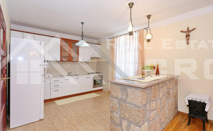 Stone villa with swimming pool in the center of Vrlika, for sale (8)
