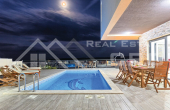 OM774, Nekretnine Omiš -Prekrasna vila s bazenom i veličanstvenim pogledom na more, na prodaju