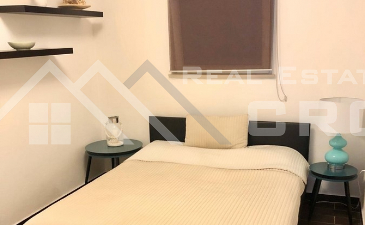 Two-bedroom furnished apartment with garden in Sutivan (3)
