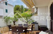 Two-bedroom furnished apartment with garden in Sutivan (1)