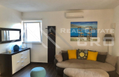 Two-bedroom furnished apartment with garden in Sutivan (5)