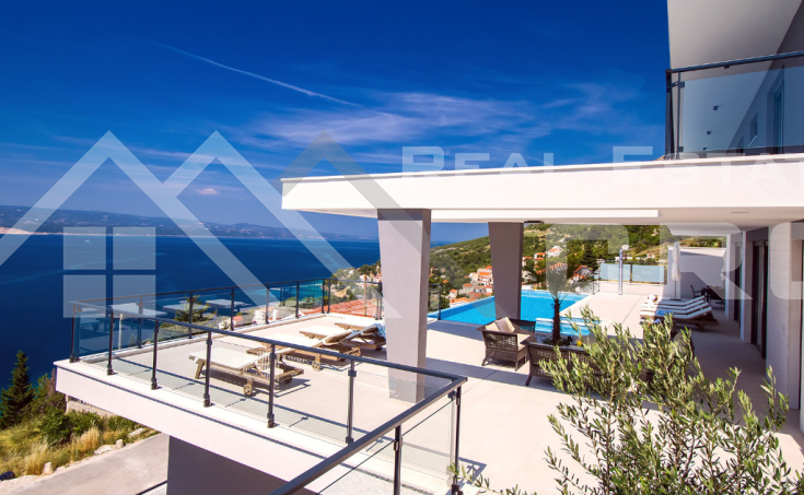 Luxurious villa with swimming pool and magnificent sea view (8)