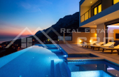 Luxurious villa with swimming pool and magnificent sea view (7)
