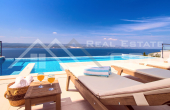 Luxurious villa with swimming pool and magnificent sea view (9)