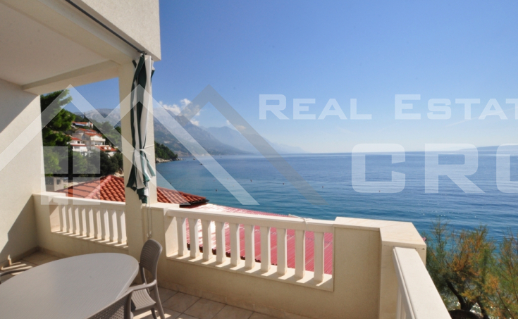 Omis properties – Beautiful apartment villa with restaurant, first row to the sea, for sale