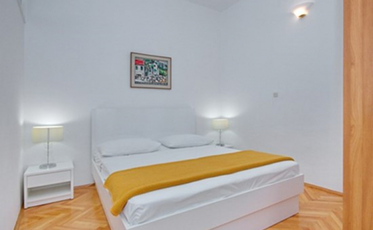 Beautiful apartment villa with restaurant, first row to the sea (3)