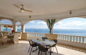 Beautiful apartment villa with restaurant, first row to the sea (1)