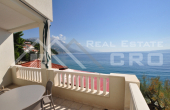 OM783, Omis properties – Beautiful apartment villa with restaurant, first row to the sea, for sale