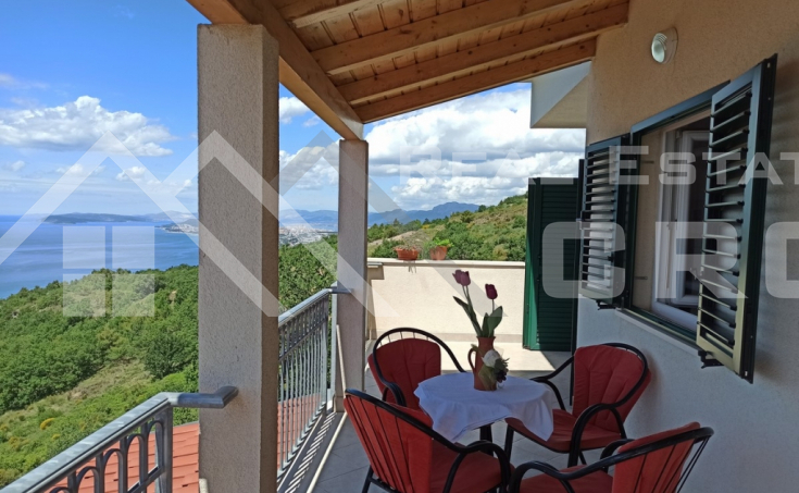 Secluded house with wonderful sea view (2)