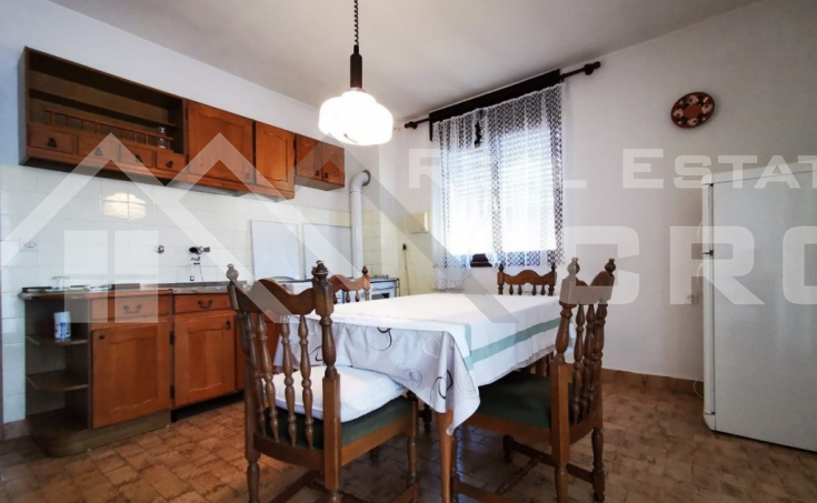 Detached house with yard in peaceful location in Sinj (1)