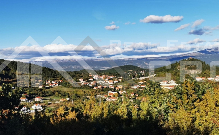 Detached house with yard in peaceful location in Sinj (2)