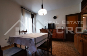 Samostojeća kuća s okućnicom na mirnoj lokaciji u Sinju (2)