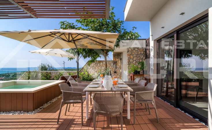 Luxurious villa with swimming pool and panoramic sea view (4)