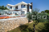 Luxurious villa with swimming pool and panoramic sea view (3)