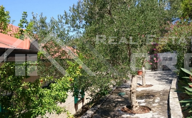 Beautiful stone villa in the first row to the sea for sale