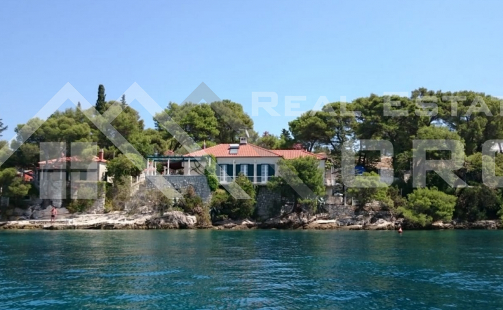 Beautiful stone villa in the first row to the sea for sale, Brac Island