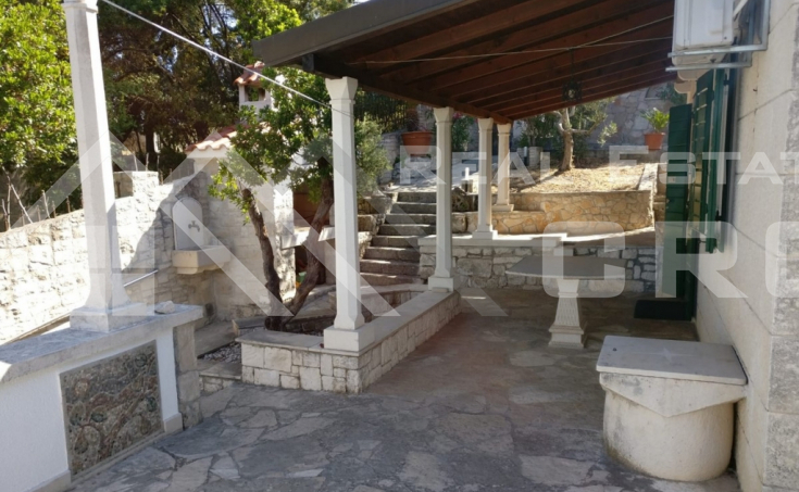 Beautiful stone villa in the first row to the sea for sale (5)
