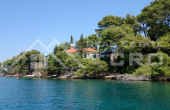 Beautiful stone villa in the first row to the sea for sale (1)