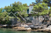 Beautiful stone villa in the first row to the sea for sale (11)
