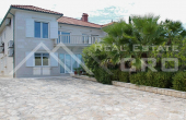 Luxurious villa with a swimming pool in the first line to the sea for sale, Brac island (1)