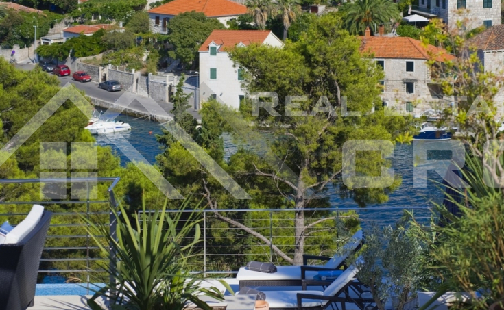Modern villa with swimming pool and wonderful sea view (3)