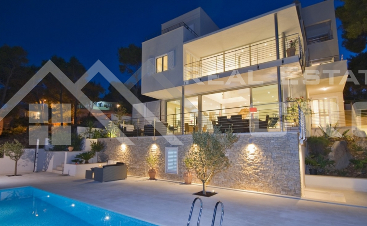 Modern villa with swimming pool and wonderful sea view (4)